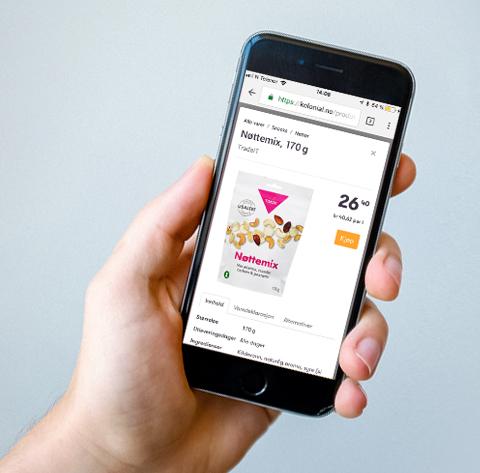 Hånd som holder en mobiltelefon som viser nettbutikk med Tradesolution Nøttemix. Grafikk.