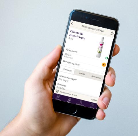 Hånd som holder mobiltelefon med dagligvare nettbutikk